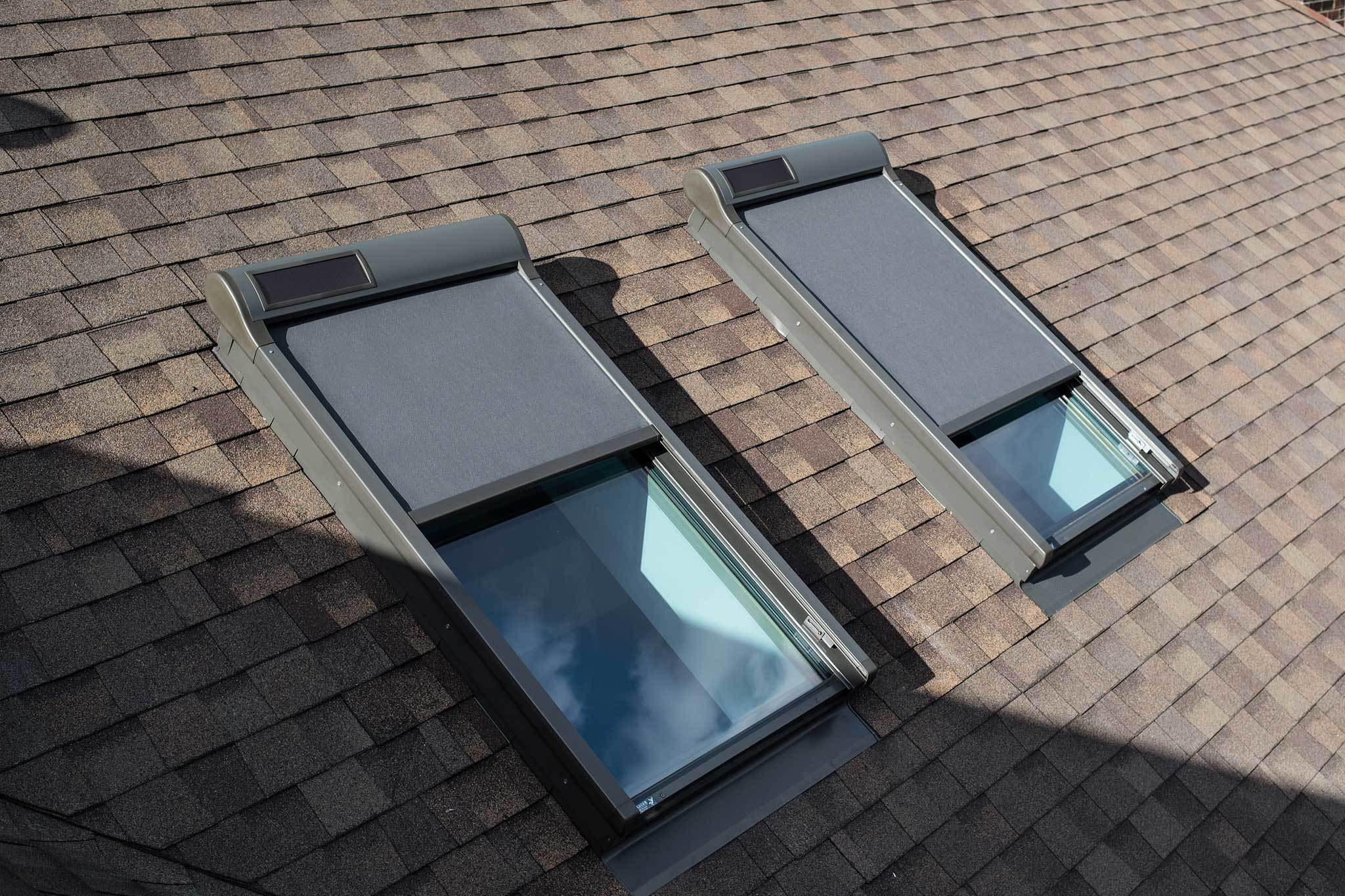 Roof windows with external awning blinds